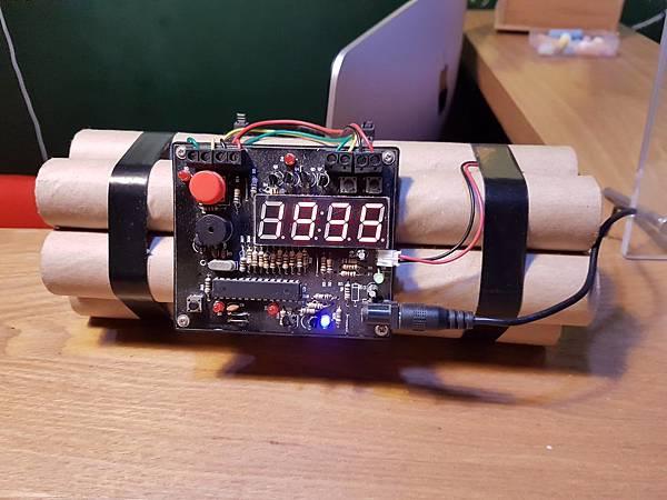 炸彈時鐘.jpg