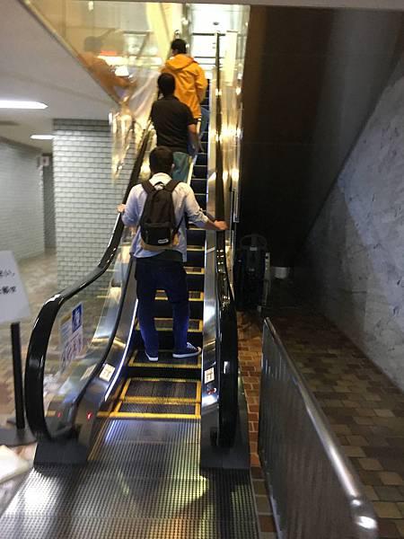 地下手扶梯.jpg