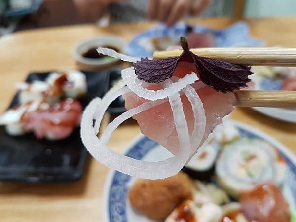 生魚片配蘿蔔絲.jpg