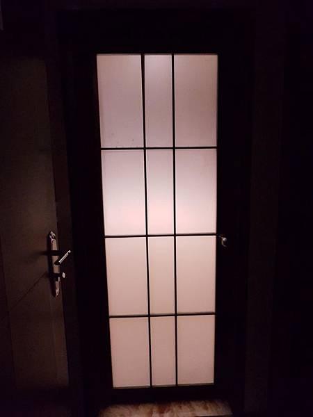 浴室門.jpg