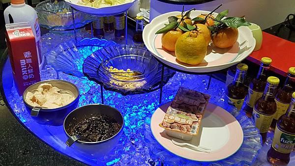 藍光餐檯.jpg