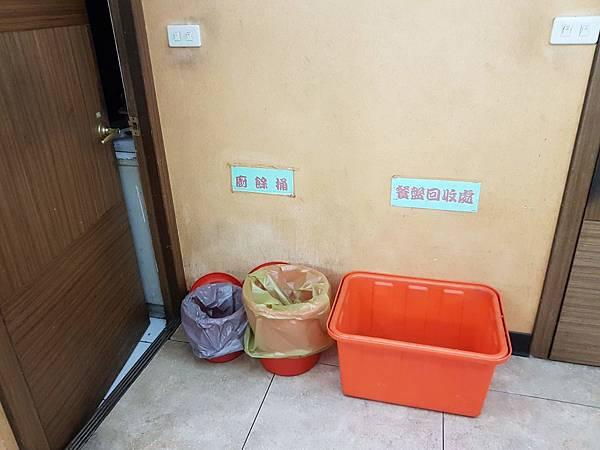 廚餘桶、餐盤回收處.jpg