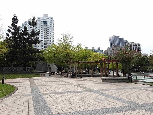 海山捷運公園.jpg