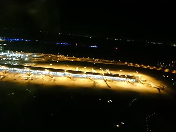機場夜景.JPG