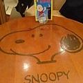 我們坐的snoopy 桌