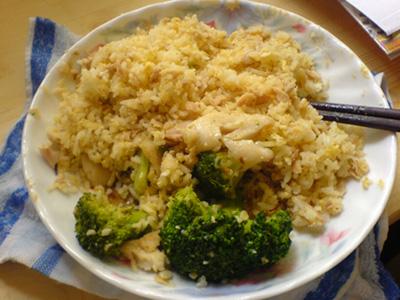 吞拿魚(鮪魚) 蛋炒飯 w/ 西蘭花斑片