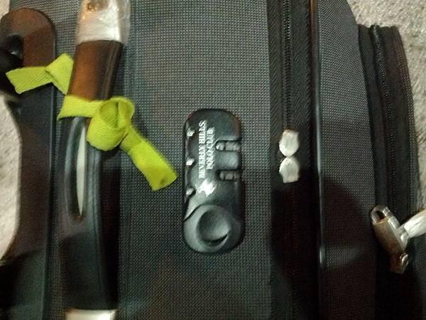 爛掉的行李箱拉鍊...