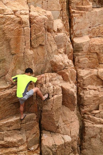 橫瀾島 - 穿拖鞋的攀岩健兒