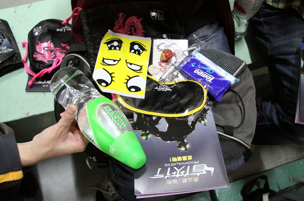 2009 奧比斯盲俠行 - 禮物包