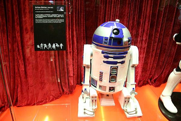 1:1 R2-D2!