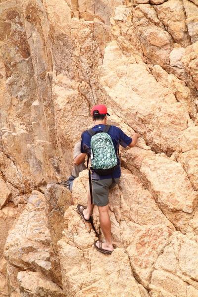 橫瀾島 - 穿拖鞋的攀岩健兒 - 聽說他就是湛易佳!