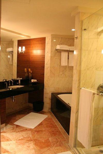 Oriental Singapore - bathroom