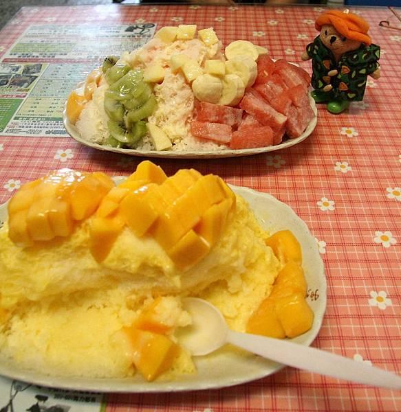 芒果牛奶冰 & 綜合水果冰 @ 66茶舖