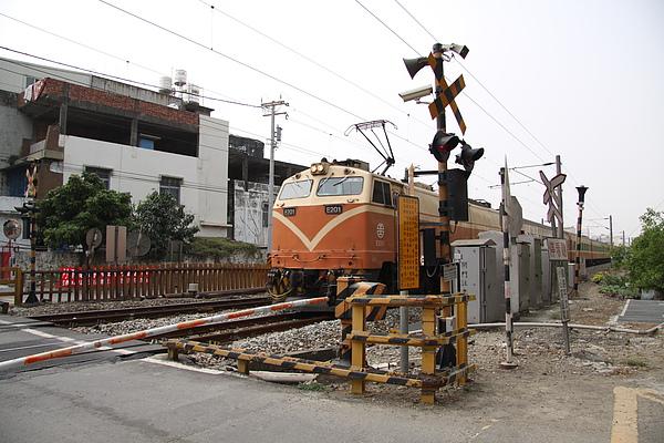 2010.3 高雄 橋頭糖廠 平交道