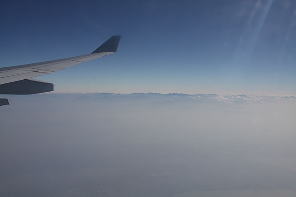 我坐在兩萬英呎的機艙中