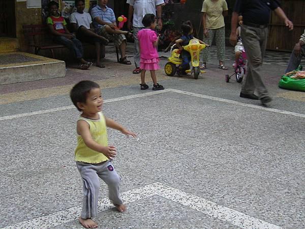 西藏村的小孩