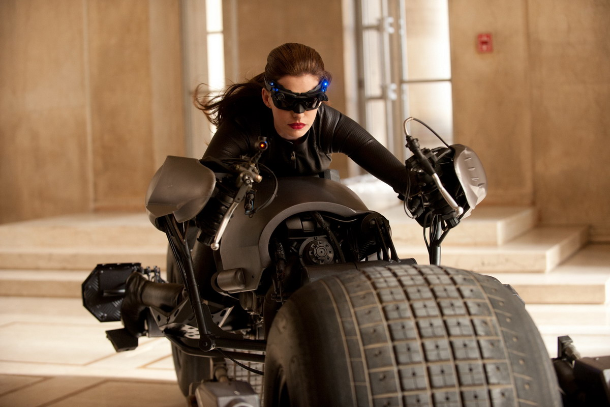 first-look-anne-hathaway-as-catwoman-20110805051456359.jpg