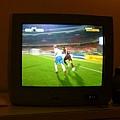電視也在播足球