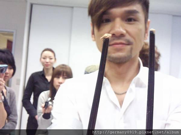 2011/2 Kevin老師當時在做粉餅的實驗