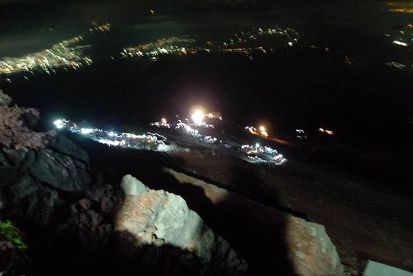 凌晨兩點出發登頂