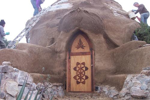 門上的木雕也是自己做的