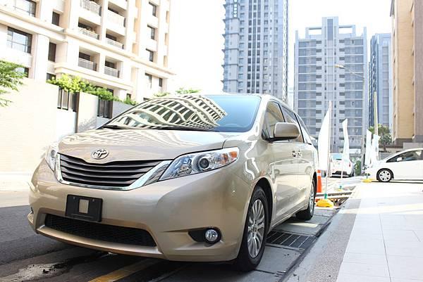 更多Toyota Sienna 七人座休旅車價格.規格介紹請點這裡喔   台灣二手車行情價13年Toyota Sienna 七人座休旅車開價大約落在121萬上下!!