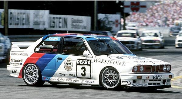 3.第二代 代號 E30 首度加入高性能轎車(M3)期間與宿敵Mercedes-Benz 190E Evolution在80年代的DTM德國房車賽上的精彩對決,更是資深車迷心中永難忘懷的回憶。