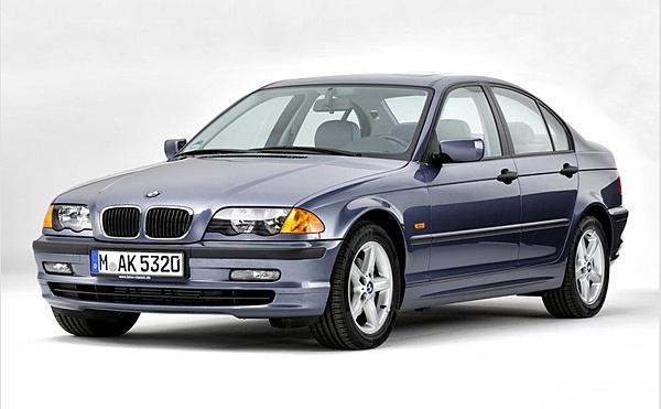 5.在 1998年時第四代代號 E46 接替了 E36 的市場,外觀修飾比較圓潤不像以前的方方正正比較有現代感,首度使用直噴引擎320d、330d兩款柴油車型,這時M3車款在E46世代回歸雙門單一車型,之後又衍生出敞篷車型,此時招牌S54直六引擎的發展已到達臨界點,最後被E90/E92的V8引擎給取代。
