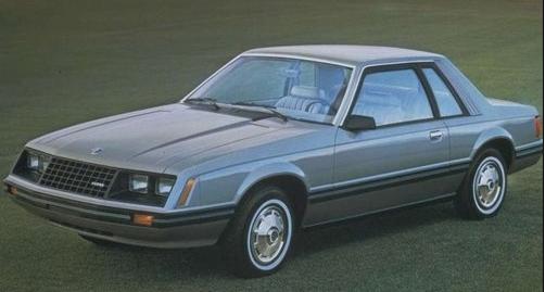 福特野馬第三代前幾代都是兩人座的,這代是4人座。應該是ford高層的堅持!!符合大眾需求性。