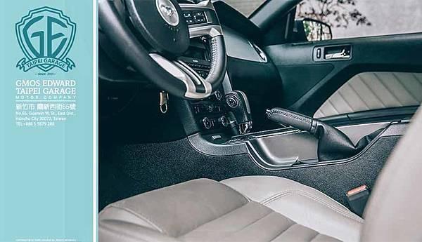 2013年 福特野馬標配原廠Pony Package經典套件,包括Pony小尾翼、經典鍍鉻水箱橫條、Mustang車頭專屬飾徽、光感應自動頭燈、GT型前霧燈組、18吋美式拋光鋁圈等,為車主營造絕無僅有的駕馭樂趣。