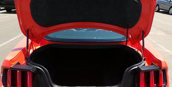 同時後車廂的置物空間大大的提升了,可以置放兩組高爾夫球竿,打造實用與造型兼具的新世代車系。