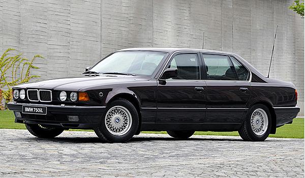 E32 7 Series  第二代7系列車型採用了戰後歷史上第一台12缸引擎  1986年推出的第二代7系列的車型,讓很多買家很期待,那時候的各大評論家被它的尊貴大方超強加速.優越駕駛特性和頂尖技術震撼著!!