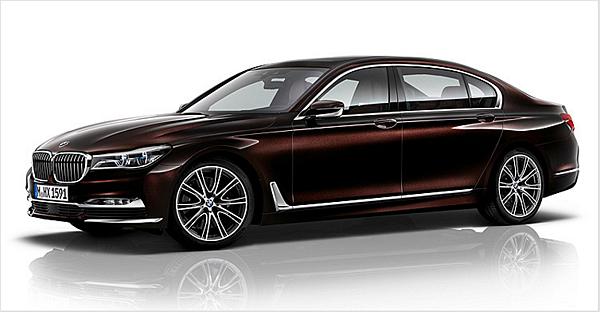 G11/G12 7 Series  G11/G12世代7 Series車長尺寸更為增長,加上鈑件折線與鍍鉻飾條的點綴,打造兼具修長優雅與氣派豪華的外觀。