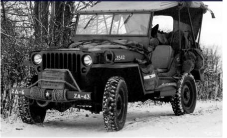 國為了提高組裝效率,英國軍方不斷擴充組裝工廠的規模。在四年期間英國這個方面已完成了43萬輛吉普車jeep車的組裝。  有些吉普車用於偵查和巡邏,甚至直接參與戰爭!!  那時候眾多國家軍方對吉普車JEEP的好評不斷,許多士兵更是把與吉普車jeep的合照作為遺照!這代表著吉普車jeep對他們意義非凡!!  吉普車JEEP的商標正式註冊,名稱來源無法考證!!