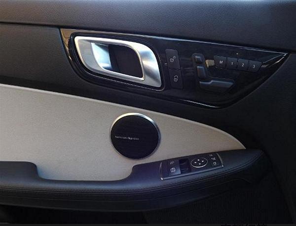 引擎方面:1.8L I4 16V DOHC GDI渦輪增壓  變速箱:手動(六速變速)  馬力:201匹  SLK 用料很講究車頭設計部份,大多採用輕量化材質,令車重足足下降了13kg。至於兩幅式硬頂篷,全採用鎂鋁合金製造,好處當然是既輕又剛性強,增加安全度;操作方面,廠方公布開或關篷時間約20秒,實際測試是19秒喔!!  台灣賓士總代理SLK系列的車款價格,如下  M-Benz SLK-Class SLK200 BlueEFFICIENCY 價格269萬起,M-Benz SLK-Class SLK200 BlueEFFICIENCY豪華版 價格299萬起,M-Benz SLK-Class SLK350 BlueEFFICIENCY 價格386萬起!!
