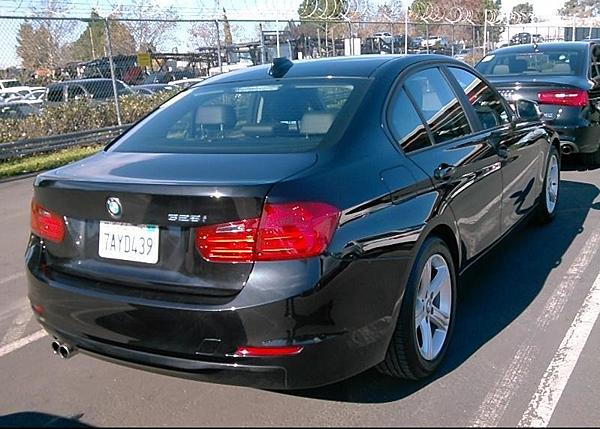 13年 BMW328I 黑 #41927 價格126萬  里程 4.3萬英里  配備 HID頭燈.keyless.大螢幕.倒車雷達 .記憶座椅