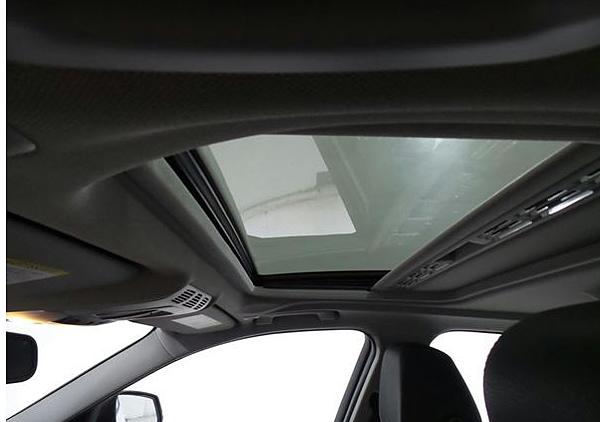 14年 BMW328I 白 #02415 價格130萬  里程 5.3萬英里  配備 HID頭燈.keyless.大螢幕.m-sport鋁圈