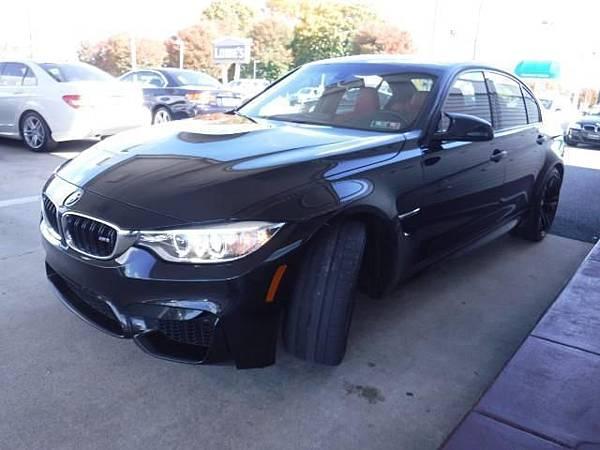15年BMW M3現在從美國接單回台灣的價格大約落在NT320萬上下喔(價格會依匯率.車款顏色.配備.哩程數略有浮動喔,請各位朋友要注意一下喔)