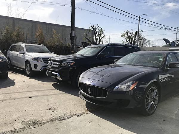 首先我們先到了美國Santa Monica賓士原廠準備要來買賓士車啦!