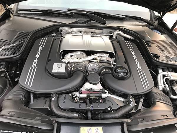 動力部分搭載與 GT 同時開發的M177 4.0 升V8雙渦輪引擎,搭配 AMG SpeedShift MCT 7 速手自排變速箱  在美規賓士C63 S w205 上可輸出510匹的最大馬力與71.4公斤米最大扭力