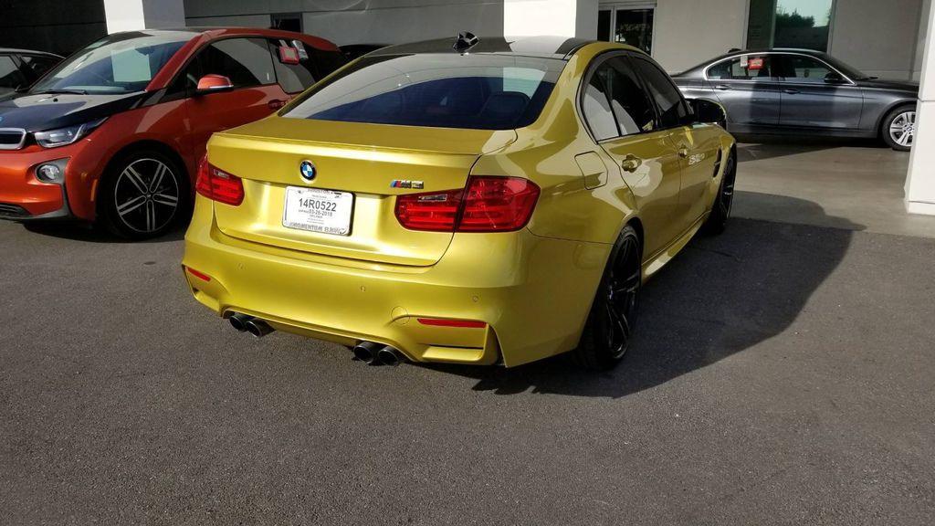 BMW為M3性能車系還換上了CFRP碳纖維複合材料車頂,降低了重心,還能在M3重量上減少5公斤呢!