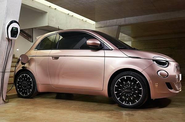飛雅特對開式車門500 3+1都會電動車配備及內裝介紹