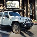 美國最大汽車拍賣中心前,白色jeep rubicon