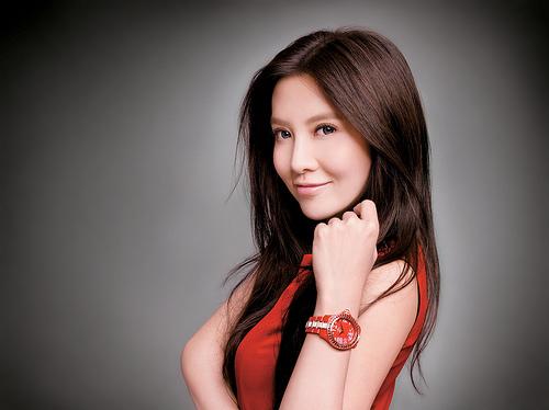 最美CEO胡敏珊 「香港最美CEO」胡敏珊 年收破千萬港幣