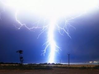 閃電之都 達爾文市,由於地理位置特殊,一年裡就有三個月的時間,幾乎天天都在打雷。