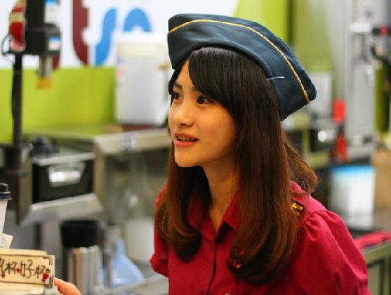 紅茶妹 楊丞琳 竹南紅茶妹「可愛教主」神似楊承琳的店員