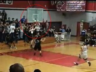 灌碎籃框 美國又有人辦到了,而且是名高中生。