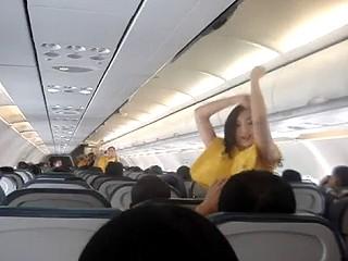 空姐大跳熱舞 空姐大跳熱舞表演不只是我的工作