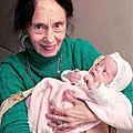 最老的媽媽 Adriana Iliescu 66歲時的Adriana和剛剛出生的Eliza