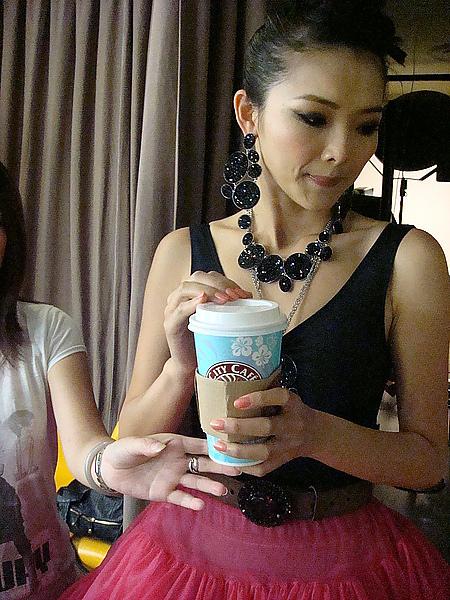 名模金禧 台灣名模金禧風光回娘家,並期盼有機會能在台灣拍戲